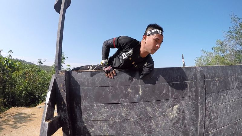 Chee Khoon attempting to climb the wall at one of Spartan's Race on his own. — Picture courtesy of Spartan Race Malaysia