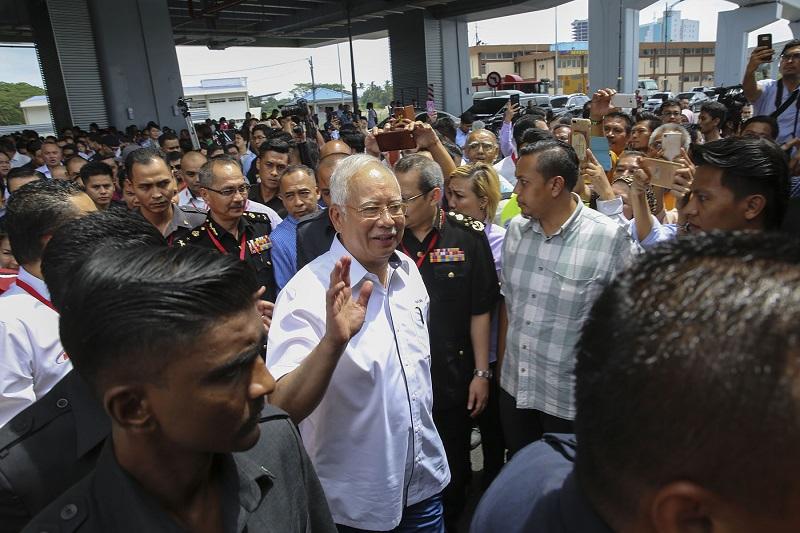 Prime Minister Datuk Seri Najib Razak Razak waves at the crowd during the second phase launch ceremony of the MRT Sungai Buloh - Kajang line in Kuala Lumpur July 17, 2017. — Picture by Yusof Mat Isa