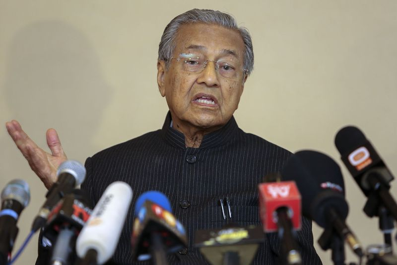 Tun Dr Mahathir Mohamad has sued the government in a bid to stop two individuals from being part of a Royal Commission of Inquiry (RCI) panel on Bank Negara's foreign exchange losses. — Picture by Yusof Mat Isa
