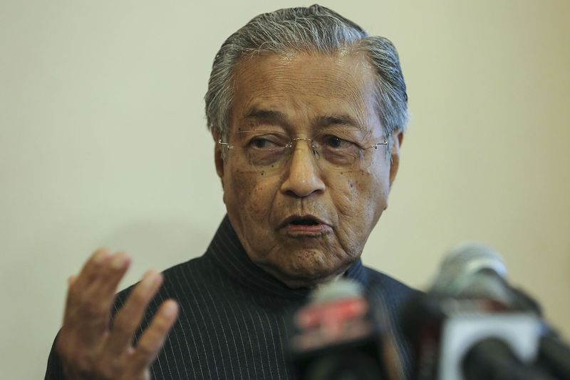 Mahathir said the mass rally will be held on October 14. — Picture by Yusof Mat Isa