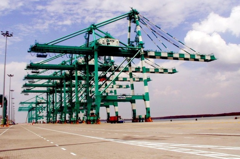 A series of equipment purchased by Port of Tanjung Pelepas will enable the port to receive ultra large container vessels. — Bernama pic