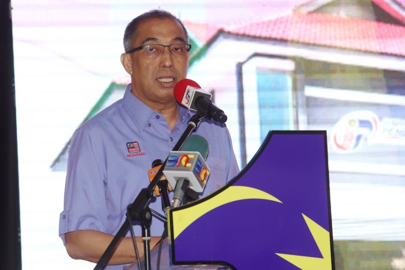 Datuk Seri Salleh Said Keruak the government's recent push to have more private sector investments in fibre deployment is meant to achieve the objective of increasing broadband speeds. — Picture by Choo Choy May