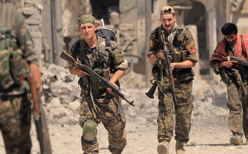 Members of the Syrian Democratic Forces advance toward Islamic State positions in Seif Al Dawla, district of Raqqa, Syria August 10, 2017.— Reuters pic