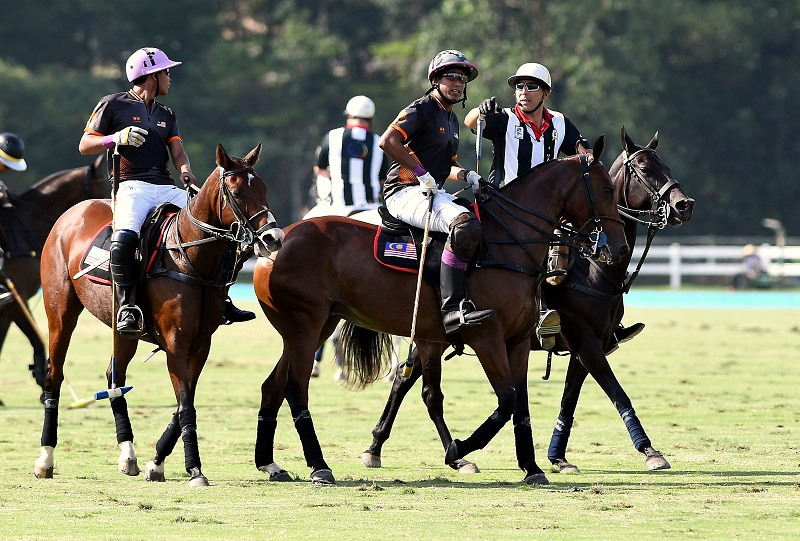 Khairy Jamaluddin (2nd right) is part of the Malaysian polo team in the match against Brunei at Putrajaya August 22, 2017. The national polo team won against Singapore today. — Foto Bernama