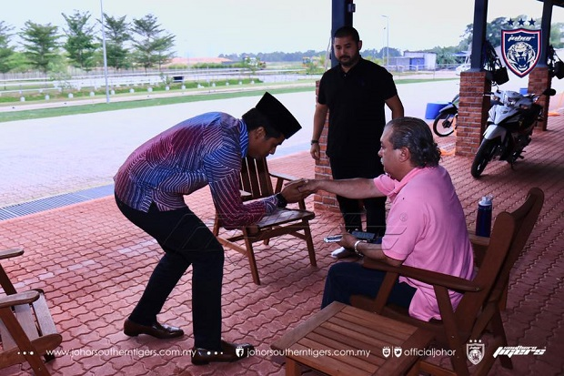Youth and Sports Minister Khairy Jamaluddin greets Sultan Ibrahim Iskandar as Johor crown prince Tunku Ismail Ibrahim looks on. — Picture courtesy of Johor Southern Tigers' Facebook page