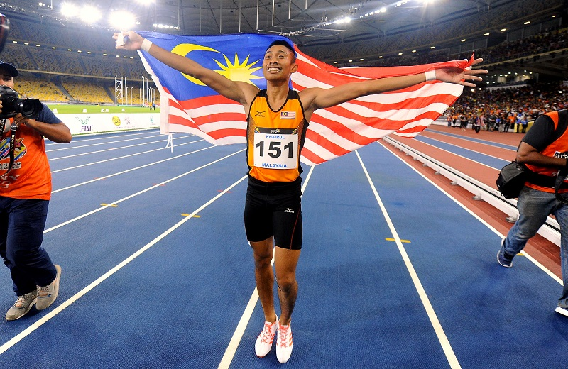 Khairul Hafiz Jantan ended a 14-year gold medal drought for Malaysia in the 100m sprint in the Kuala Lumpur SEA Games last night. — Bernama pic
