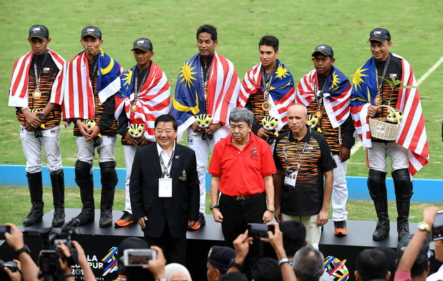 Malaysia's Polo Tem won Gold after defeating Thailand 9-8 during 29th SEA Games final at Equestrian Park, Precinct 5 today.  Sultan Selangor Sultan Sharafuddin presented the medals to the winners. — Bernama pic