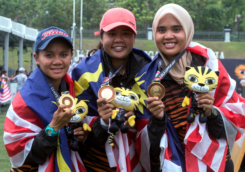 National Women Archery team (from left) Nurfatehah Mat Salleh, Saritha Cham Nong and Nurul Syazhera Mohd Asmi strike gold in KL2017 SEA Games Women Compound Team event final in Kuala Lumpur August 17, 2017. — Bernama pic