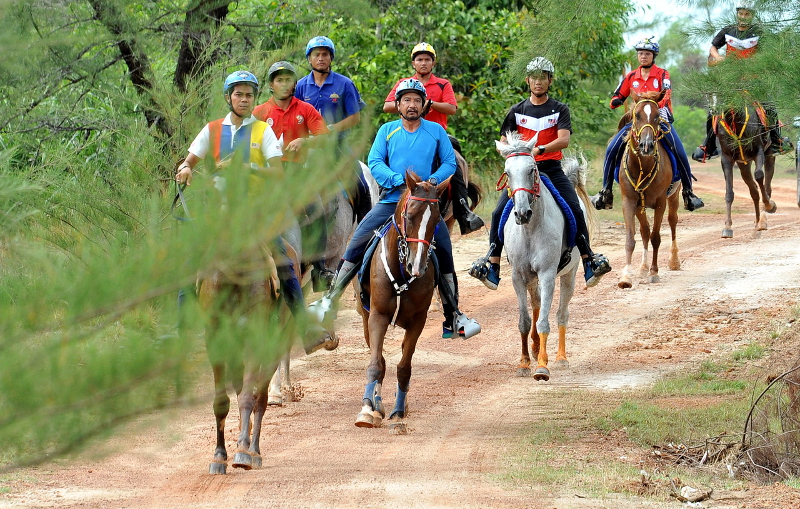 Sultan Terengganu Sultan Mizan Zainal Abidin joins the national endurance team in a training session in preparation for the SEA Games 2017 at the Terengganu International Endurance Park (TIEP) track in Setiu August 16, 2017. — Bernama pic