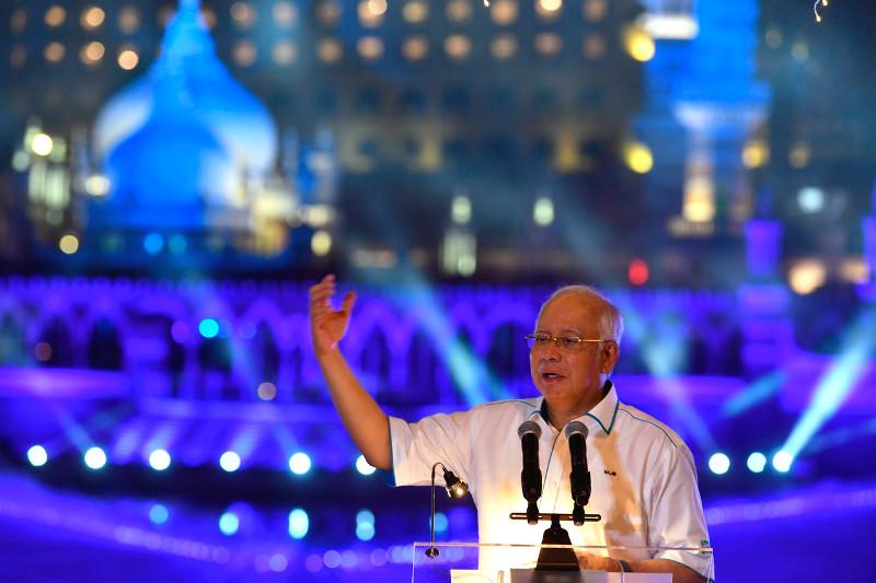 Prime Minister Datuk Seri Najib Razak launching Phase 1 of the River of Life Project (ROL) and Blue Pond Project at Masjid Jamek, Kuala Lumpur, August 28, 2017. — Bernama pic
