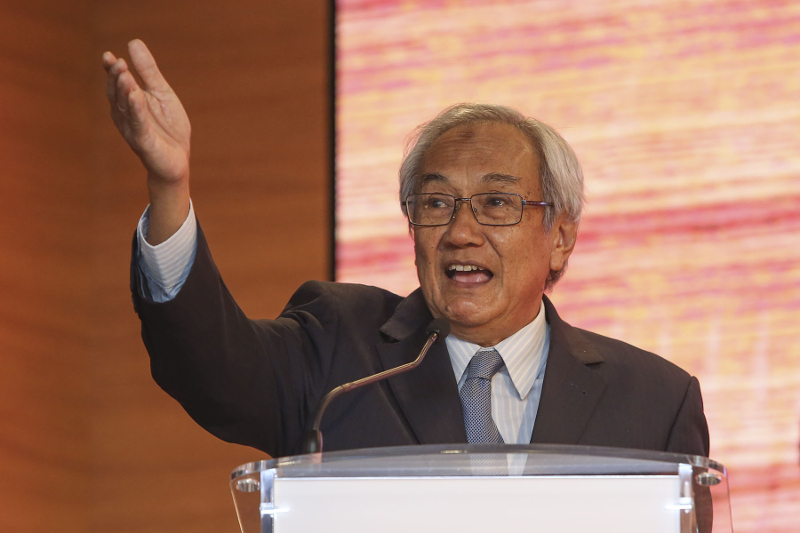 Former Chief Justice Tun Zaki Azmi suggests that all government servants must be prohibited to register as a member of any political party. — Picture by Yusof Mat Isa
