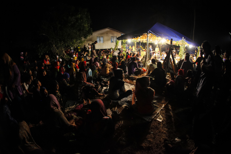 A large crowd from the local community gathers to watch the rare Sembah Guru performance by Mak Yong performers. — Picture by Wong Horngyih, courtesy of Pusaka