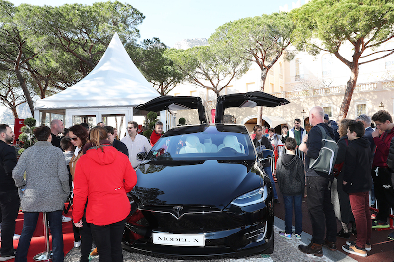 Crowds gather around a Tesla Model X at the 2017 Monaco International Motor Show. — Picture courtesy of Expo Monaco