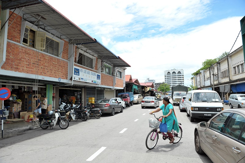 Jalan Pasar where the old Jeti Lama Market is located and other shops such as wholesalers and fishing supplies shops.