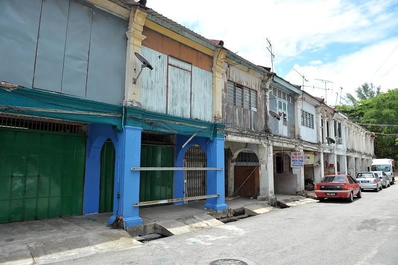 The row of pre-war shophouses at Jeti Lama.