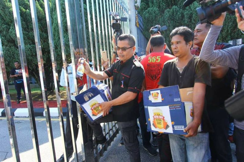 Yesterday, Datuk Seri Jamal Md Yunos broke 10 boxes containing 100 bottles of beer outside the Selangor state government secretariat building as a symbol of protest against any attempt to hold a beer festival in the state. ― Picture via Facebook/Azlee Klang