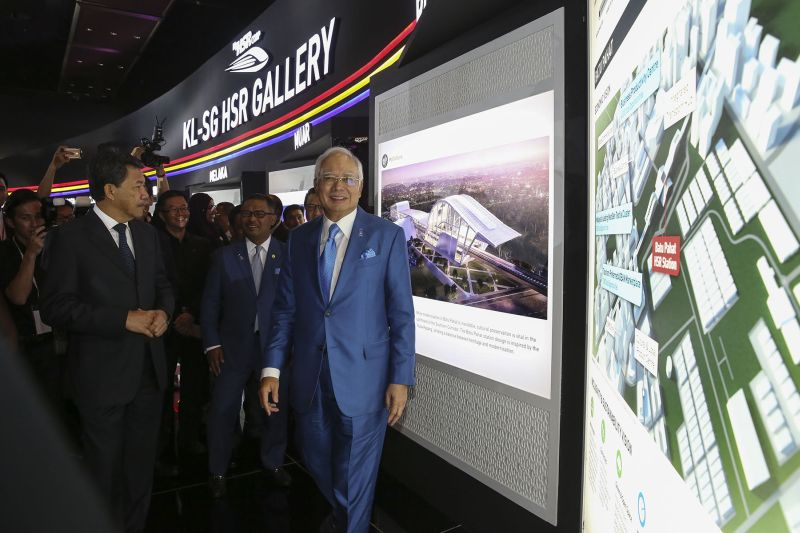 Datuk Seri Najib Razak visits the KL-Singapore HSR Gallery at the Malaysia International Trade and Exhibition Centre in Kuala Lumpur October 17, 2017. ― Picture by Yusof Mat Isa
