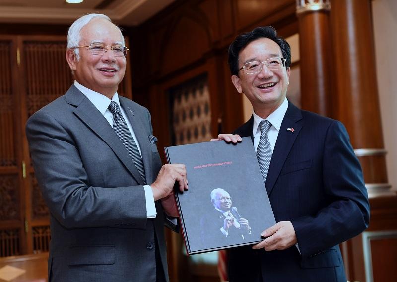File picture of Huang Huikang with Prime Minister Datuk Seri Najib Razak in Putrajaya October 13, 2017. — Bernama pic