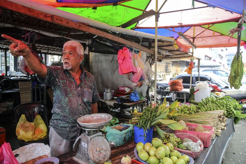 Pak Abu has run a local grocer in Taman Angkasa for over 20 years. — Picture by Yusof Mat Isa