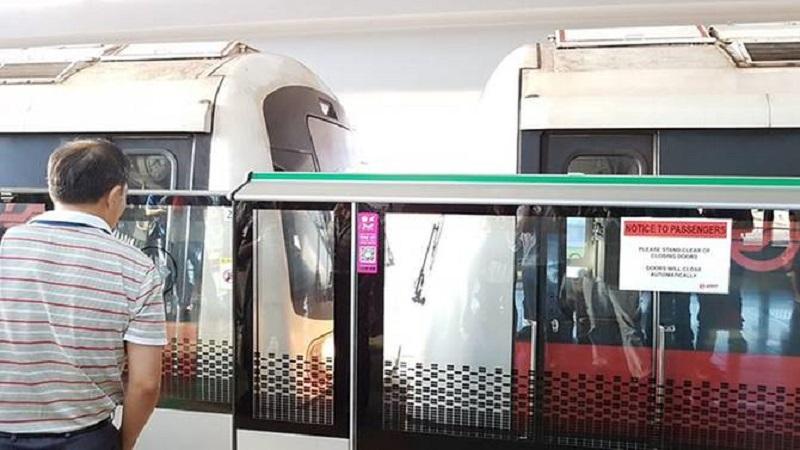 两辆地铁列车相撞,导致25人受伤,包括2名SMRT职员。-图取自亚洲新闻台-
