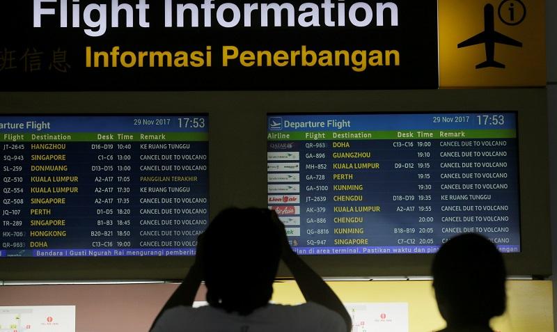随着阿贡火山再次喷发,导致在当地的各国航空公司航班不是取消就是延误,许多旅客滞留机场。-路透社-