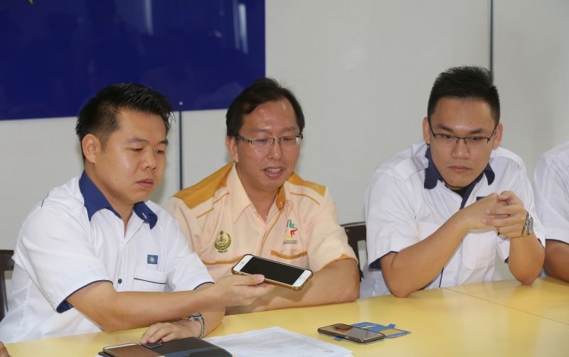 In a statement to the media, Perak MCA Bureau chief Low Guo Nan (left) said the appointment of a new Mayor should be prioritised now and not letting council secretary to carry out the duties of a Mayor. ― File picture by Marcus Pheong