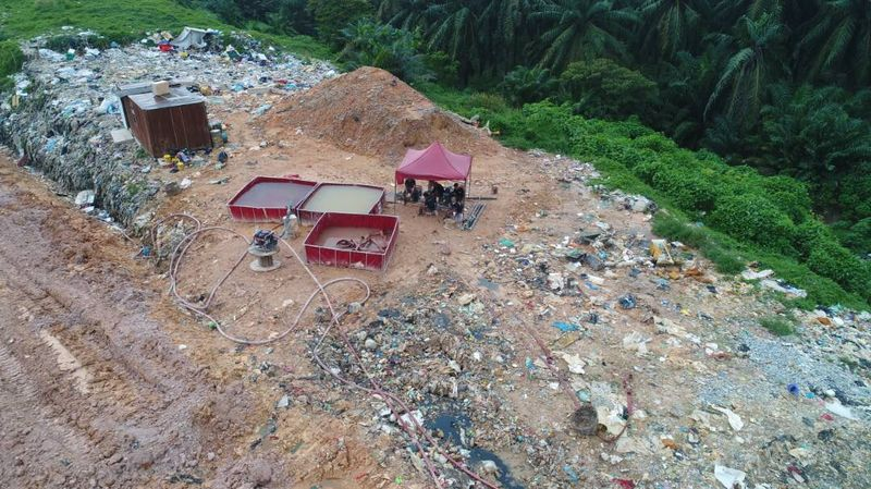 The operation to extinguish a burning 10-hectre waste disposal landfill in Kampung Air Putih, Pekan Nenas in Pontian was successful and ended at 5pm December 13, 2017. — Picture courtesy of Pontian District Disaster Management Committee