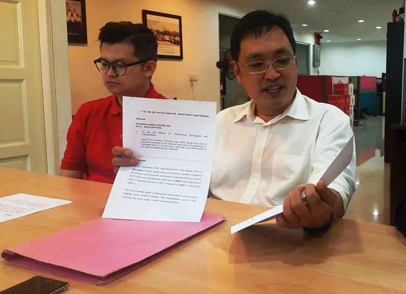 Sarawak DAP chairman Chong Chieng Jen (right) said the prices of goods in the state had gone up despite the exemption of the Cabotage Policy, December 29, 2017. — Picture by Sulok Tawie