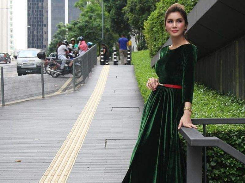 Nur Sajat was criticised on social media after photos and videos of her performing the pilgrimage went viral. — Picture via Intagram/Nur Sajat02