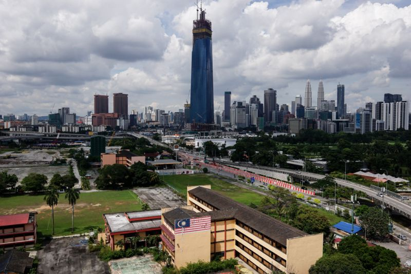 Tan Sri Abdul Rahim Abdul Rahman, executive chairman of Rahim & Co, noted that the prices had fallen in a span of just a few years for high-end residences. ― Picture by Ahmad Zamzahuri