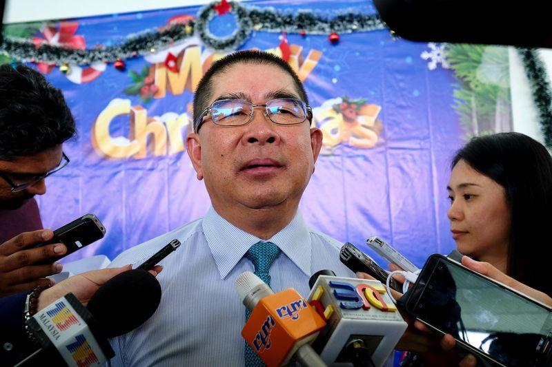 Datuk Seri Dr Maximus Ongkili speaking to reporters in Putrajaya, December 18, 2017. — Bernama pic