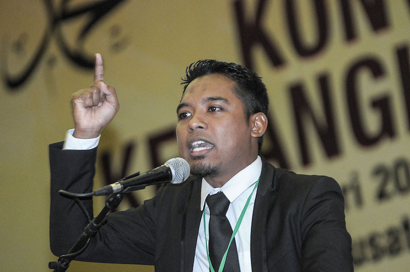 Gamis leader Faizzuddin Zai gives a speech at the Rise of the Ummah convention at the Malaysia Islamic Centre, January 13, 2018. — Picture by Miera Zulyana