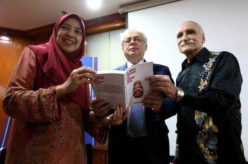 (From left) Datuk Nafisah Ahmad, Valery N. Yermolov and author Victor A. Pogadaev during the launch of the book titled 'Sejarah Tamadun dan Budaya Rusia' in Kuala Lumpur January 30, 2018. — Picture by Zuraneeza Zulkifli