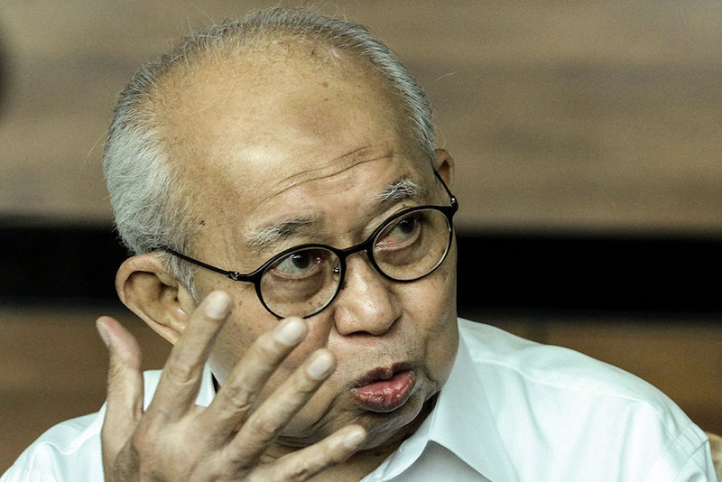 Gua Musang MP Tan Sri Tengku Razaleigh Hamzah said government and banking sector should do much more to support, assist and facilitate any genuine private sector initiatives in finding and securing a workable vaccine for Covid-19. — Picture by Miera Zulyana