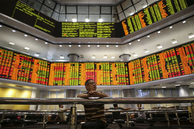 On the broader market, gainers outpaced losers 275 to 233, while 332 counters were unchanged, 1,265 untraded and 12 others suspended. — Picture by Azneal Ishak