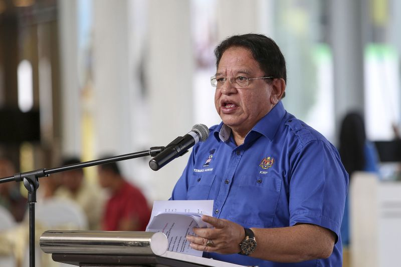Tengku Adnan advised the public particularly Umno members not to be easily duped by the news the Umno will be banned. ― Picture by Yusof Mat Isa