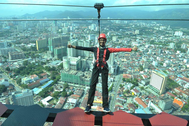 The Gravityz walk instructor Fikri doing a stunt on the walkway, Penang , January 26, 2018. — Pix by KE Ooi