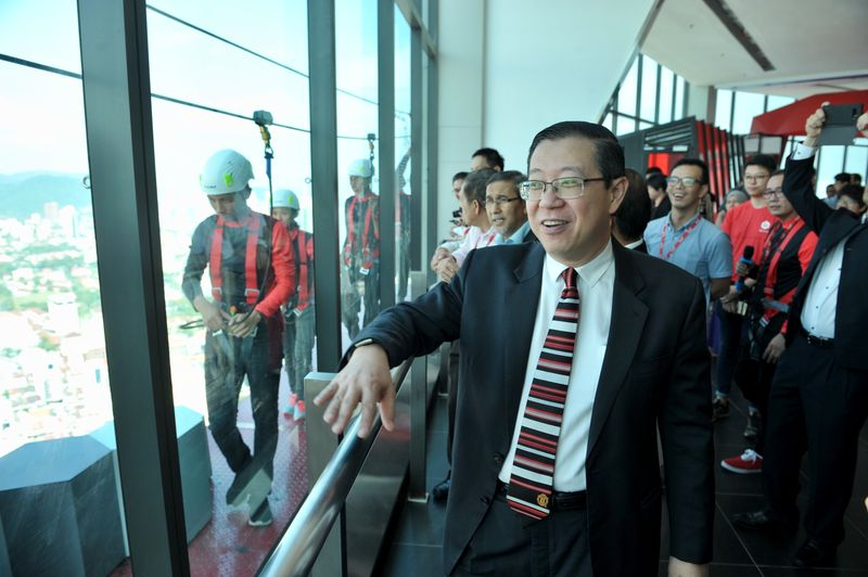 Penang Chief Minister Lim Guan Eng taking a closer look at the ropes challenge on a platform at The Gravityz in Komtar in Penang, January 26, 2018.