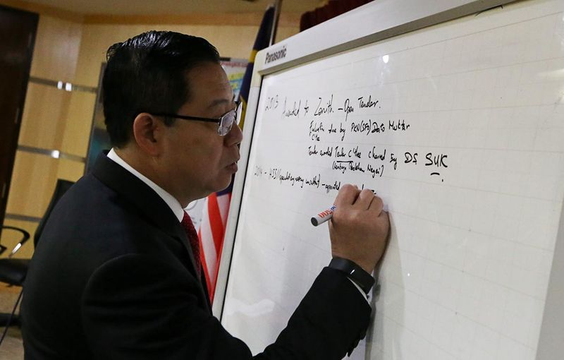 Penang Chief Minister Lim Guan Eng explaining the tunnel project during a press conference in his office at Komtar, George Town, January 11, 2018. — Picture by Sayuti Zainudin