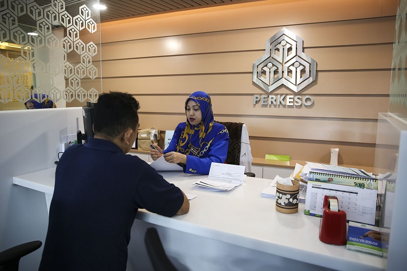 File picture of a Socso employee attending to a customer at Wisma Perkeso in Kuala Lumpur January 10, 2018. Socso today said the ERP was still operating and assured all applicants that their submissions for assistance will continue to be processed. — Picture by Yusof Mat Isa