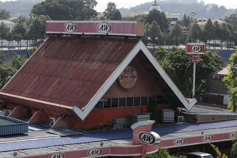 The iconic A&W drive-through restaurant on Lorong Sultan in Petaling Jaya. ― Picture by Azneal Ishak