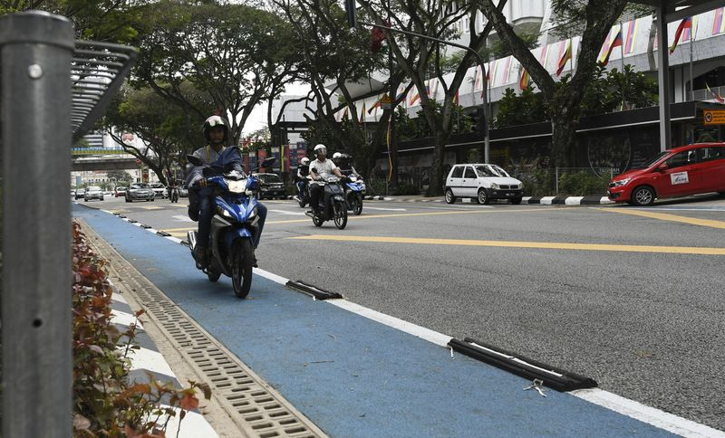 A motorcyclist riding a motorcycle on the bicycle lane in Kuala Lumpur, January 22, 2018. — Bernama pic
