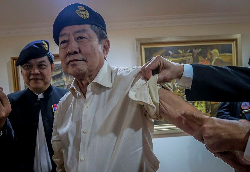 WO Patrick Lee ai Tong, 71 shows scar from a bullet during Malaysian Armed Forces Chinese Veterans Association press conference at The Boulevard Mid Valley City January 15, 2018. — Picture by Firdaus Latif
