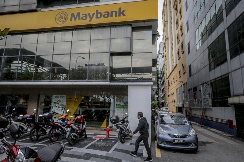 A pedestrian walks past a Maybank Bhd bank branch in Jalan Medan Tunku, Kuala Lumpur January 4, 2018. — Picture by Firdaus Latif