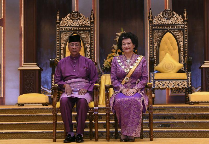 The Sultan of Kedah Sultan Sallehuddin Sultan Badlishah and Sultanah Maliha Tengku Ariff are pictured at the honours award ceremony at Istana Anak Bukit in Alor Star, January 21, 2018. — Bernama pic