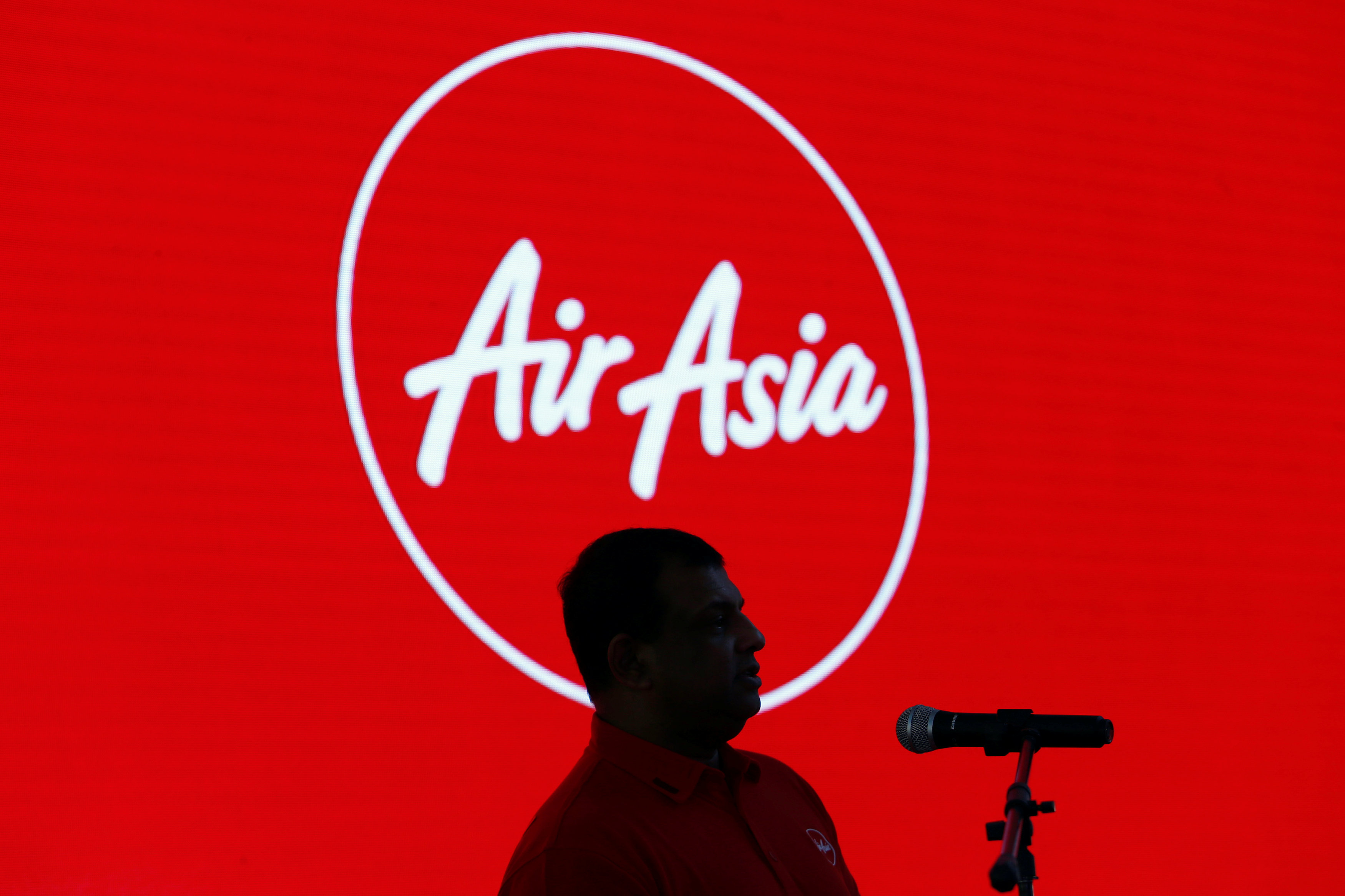 Previously on October 8, AirAsia Group CEO Tan Sri Tony Fernandes was reported by news wire Reuters as saying that a US firm had recently offered to give a loan of up to US$1 billion (RM4.14). —  Reuters pic