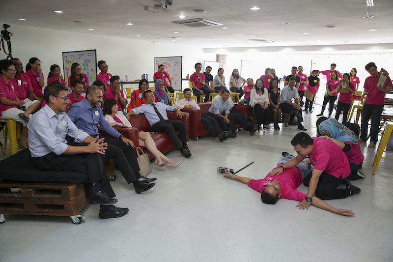 Datuk Chang Kim Wah (with tie) and top management staff witnessing a presentation by Eco World staff at the end of their two-day training in Genovasi Malaysia, Petaling JayaFebruary 8,2018.—Picture by Yusof Mat Isa