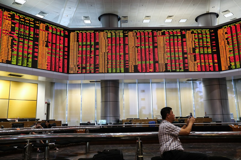 On the broader market, losers surpassed gainers 698 to 316, while 447 counters were unchanged, 660 untraded and 30 others suspended. — Picture Ahmad Zamzahuri