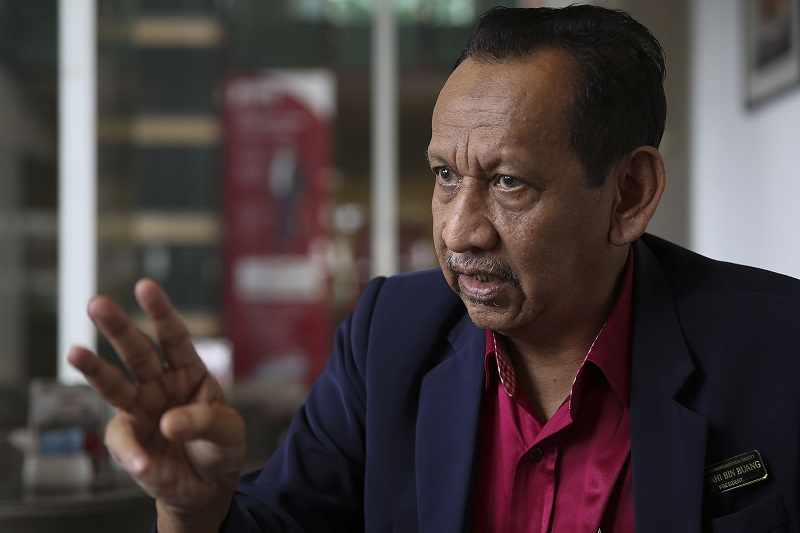 Malaysian Pharmaceutical Society President, Amrahi Buang speaks to Malay Mail during an interview in Shah Alam. — Picture by Yusof Mat Isa