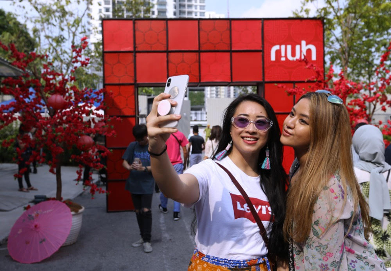 Sara Suhaili, 23, (left) and Alia Zuhri, 23, take a wefie in front of an archway at Gong Xi RIUH in Bangsar February 11, 2018.